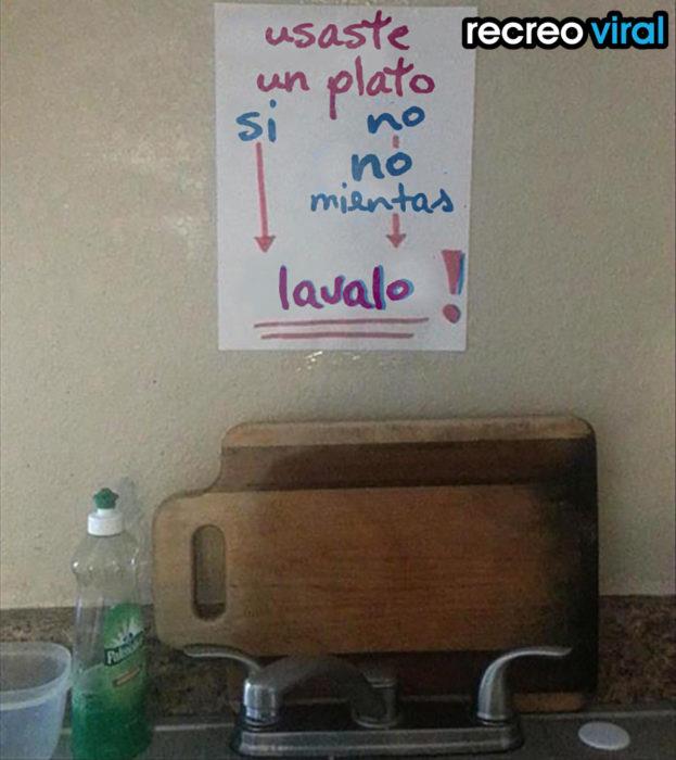 cartel lava tus platos