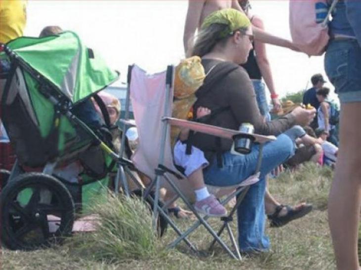 madre respaldada en su bebé