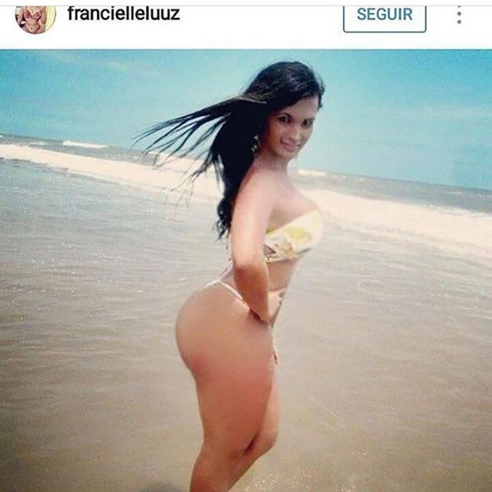 mujer editada en la playa
