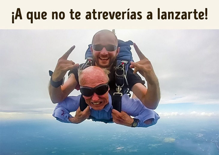 anciano aventándose de paracaídas