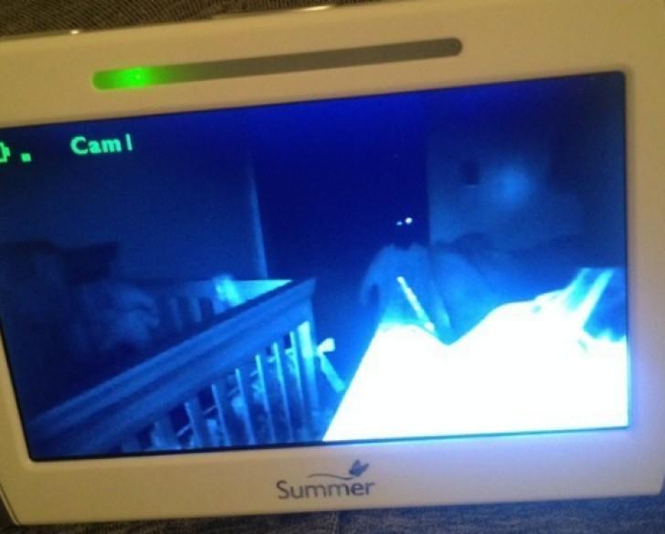 monitor a la habitación del bebé de noche