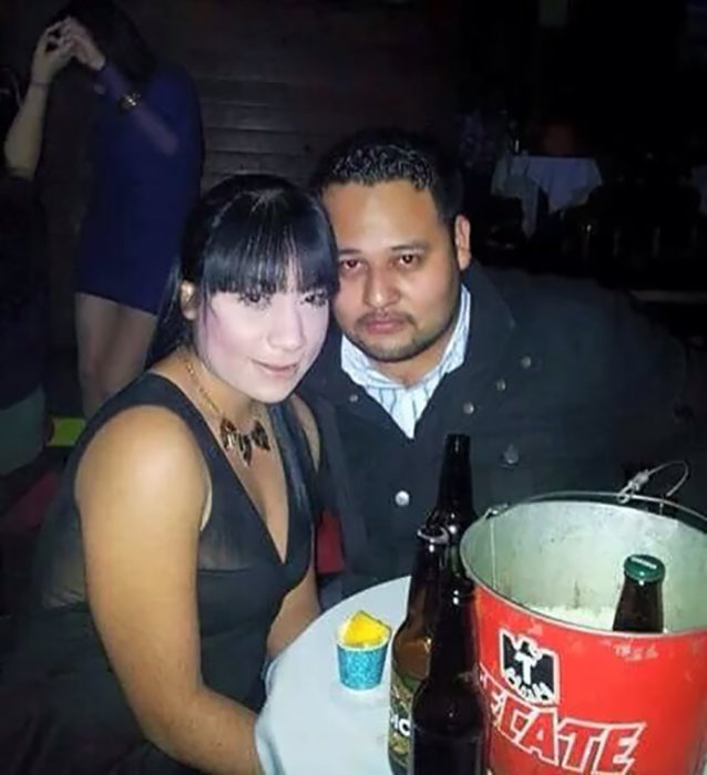 mujer mal maquillada y su hombre