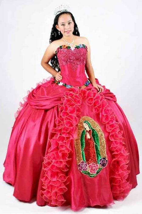 vestido de la virgen rojo