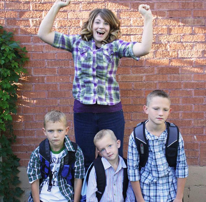 madre y tres hijos
