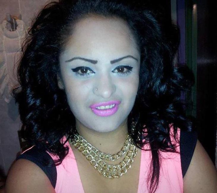mujer maquillada horrible