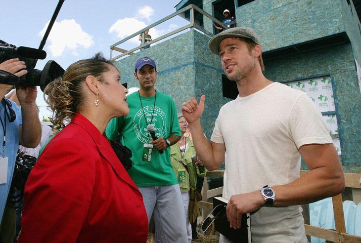 brad pitt con una reportera