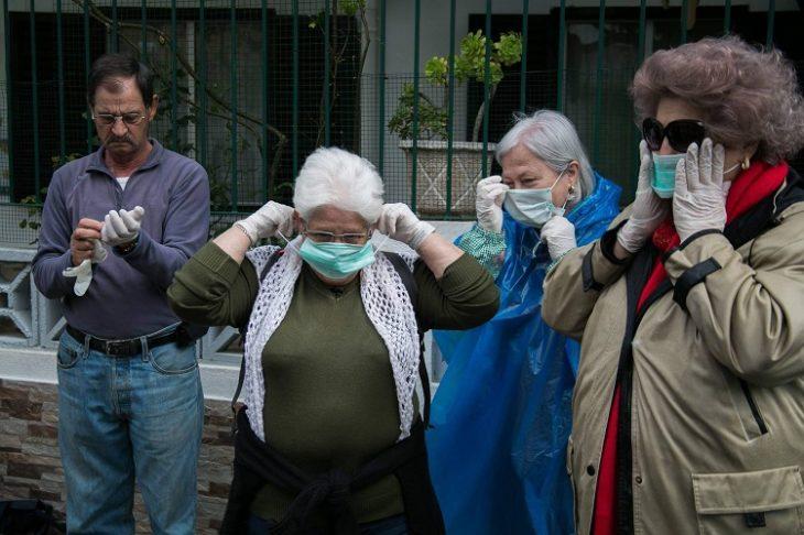 viejitas con máscaras apra la cara