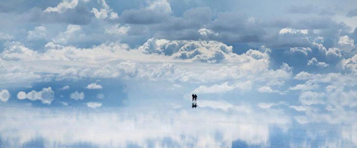 cielo reflejado en un salar