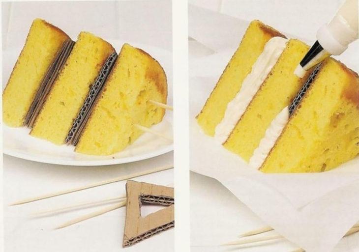 pastel con cartón en medio