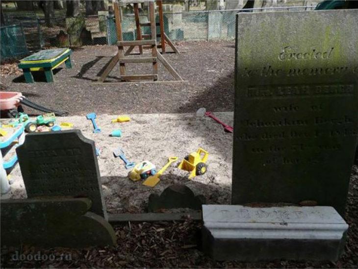 parqeu de diversiones en cementerio