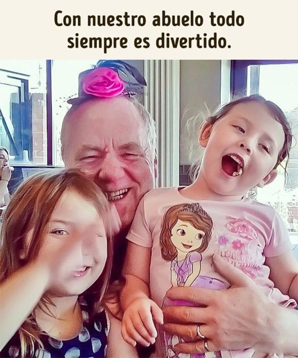 nietas divertidas con su abuelo