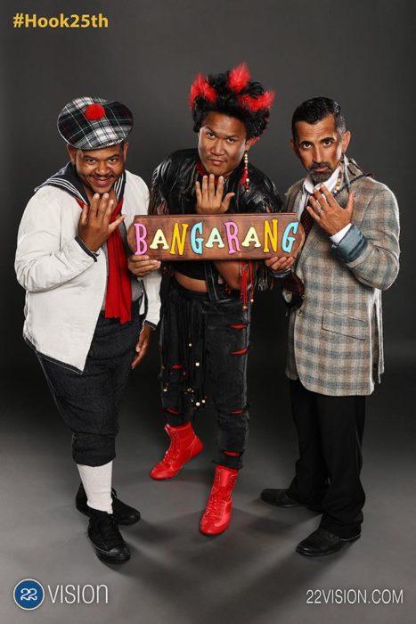 25 Aniversario Hook, 3 niños perdidos en la actualidad con un letrero que dice bangarang