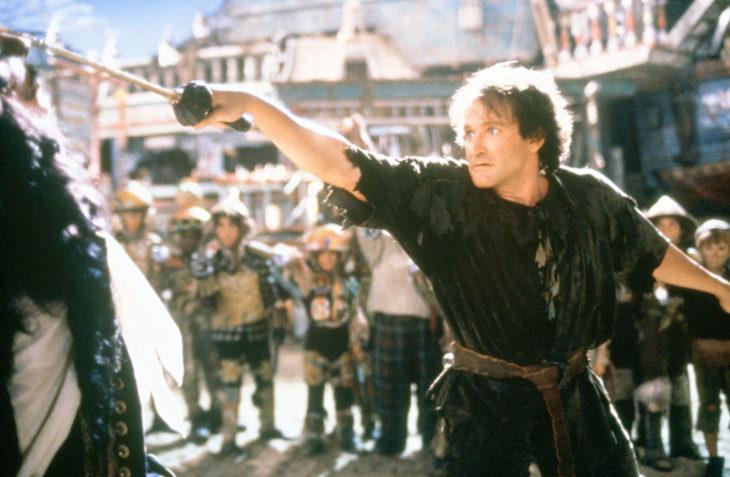Robin Williams peleando con el capitan garfio en la película Hook
