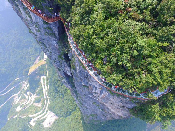 ¿Te atreves a caminar por este puente de Cristal de 5,000 m?
