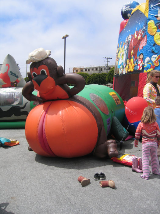juego inflable inapropiado para niños