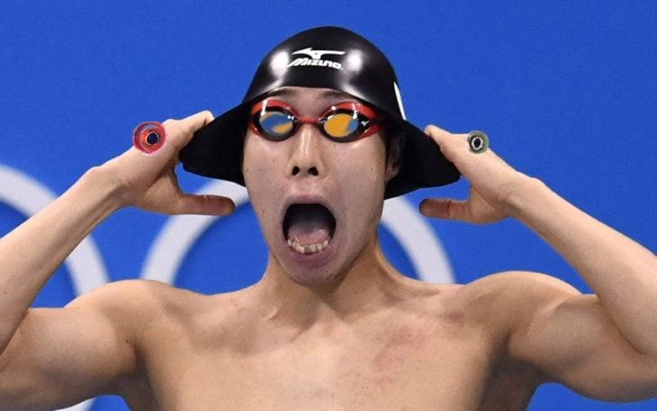 nadador gritando