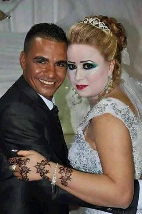 foto de bodas novia mal maquillada