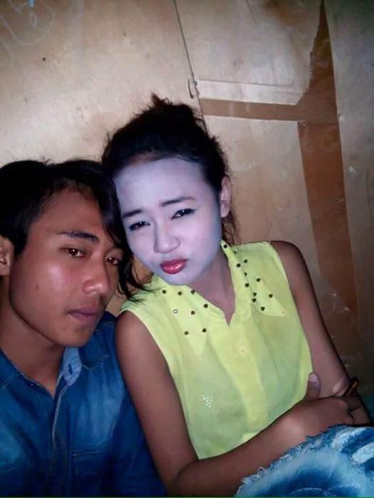muchachos de rasgos asiáticos, chica con la cara pintada blanca