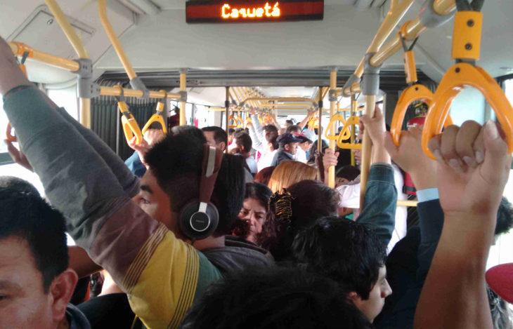 transporte público lleno
