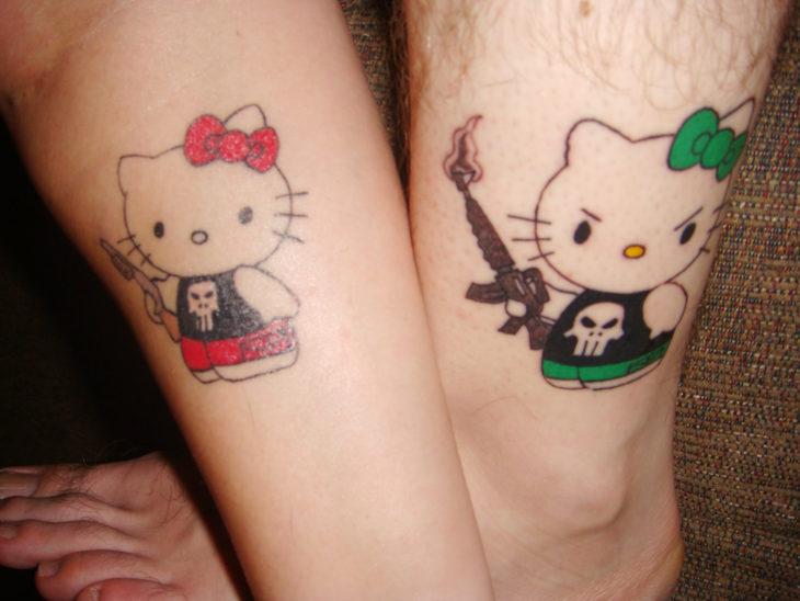 tatuaje de pareja hello kittie