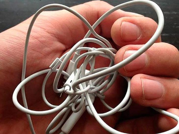 audífonos enredados