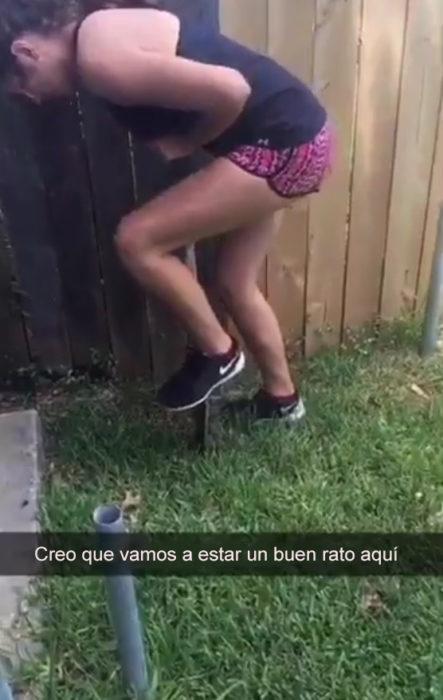 Snapchat chica entierra a un pájaro que atropelló. Creo que vamos a estar aqui un buen rato