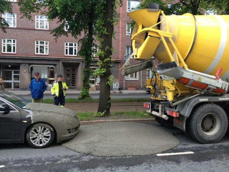 Carro lleno de cemento