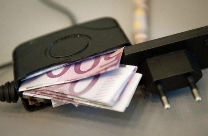 Escondite original dinero. Dinero escondido adentro de un cargador