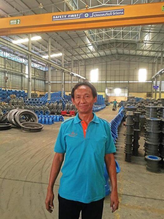 Waralop feliz en su nuevo trabajo con su uniforme
