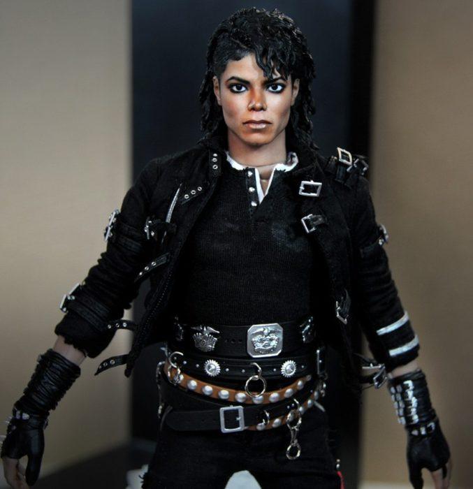 Muñecos realistas. Noel Cruz hace muñeco de Michael Jackson