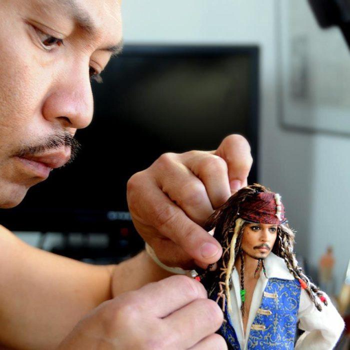 Muñecos realistas. Noel Cruz trabajando en el muñeco del Capitán Jack Sparrow