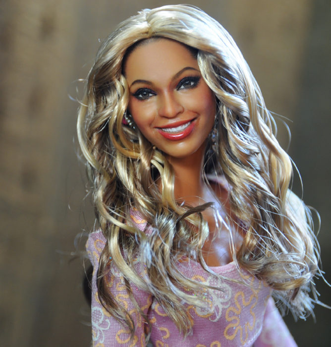 Muñecos realistas. Noel Cruz muñeca de Beyoncé