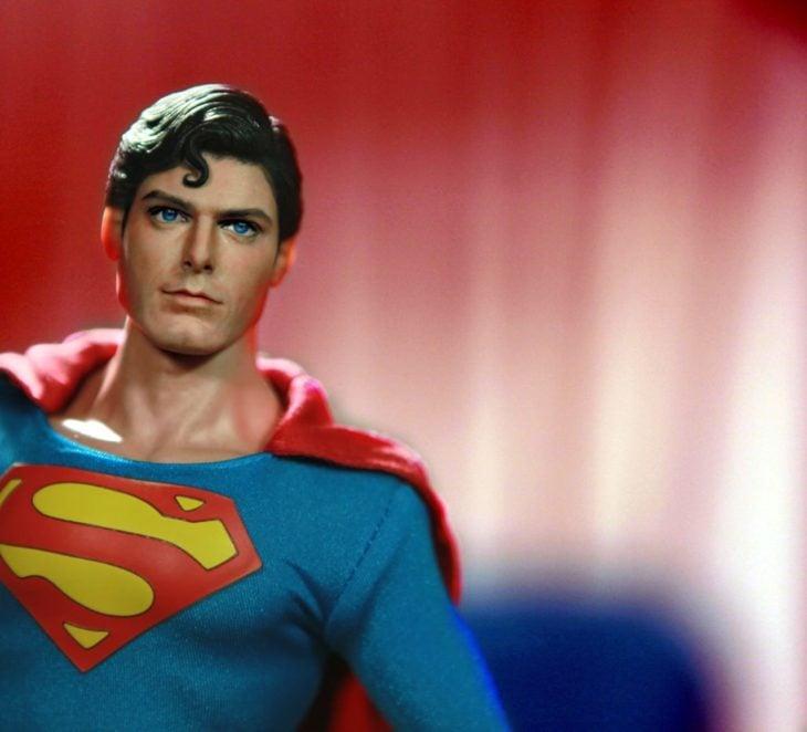 Muñecos realistas. Noel Cruz repinta a Superman
