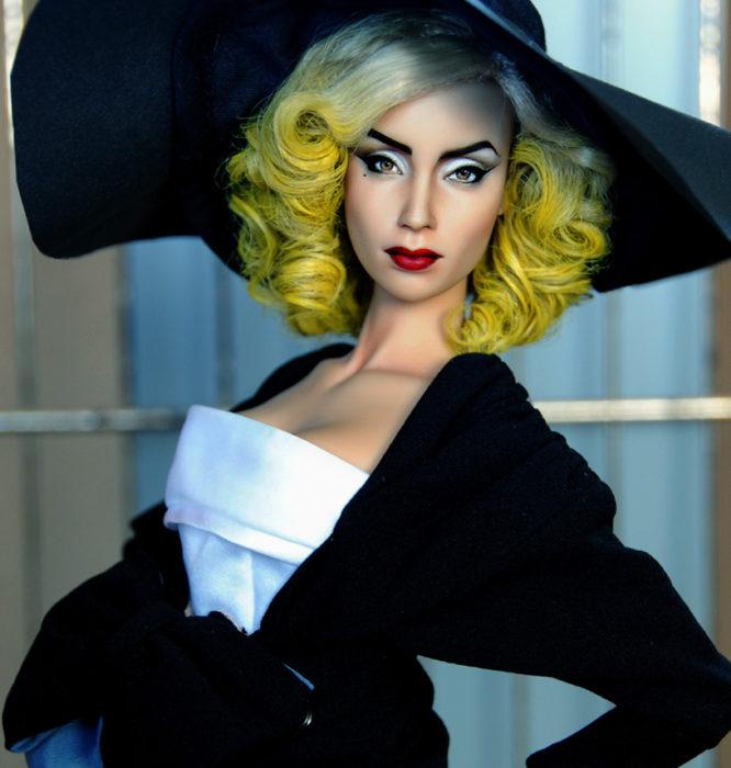 Muñecos realistas. Lady Gaga mñeca pintada por Noel Cruz