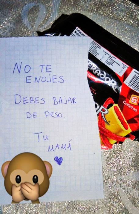 MAMÁ LE PIDE BAJAR DE PESO A SU HIJO
