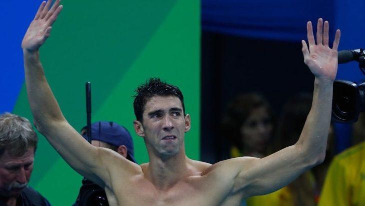 Michael Phelps despidiéndose con lágrimas