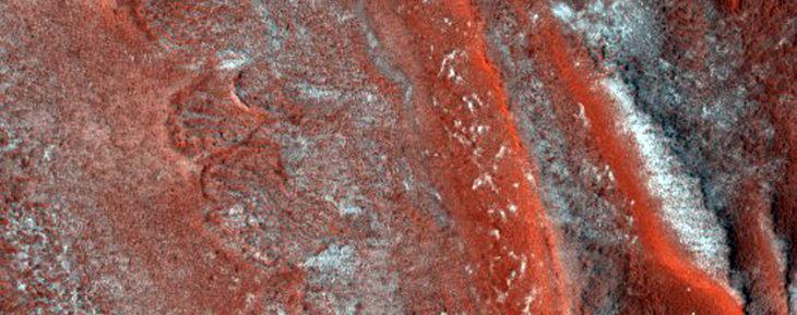 estratificaciones rojas del polo norte en marte