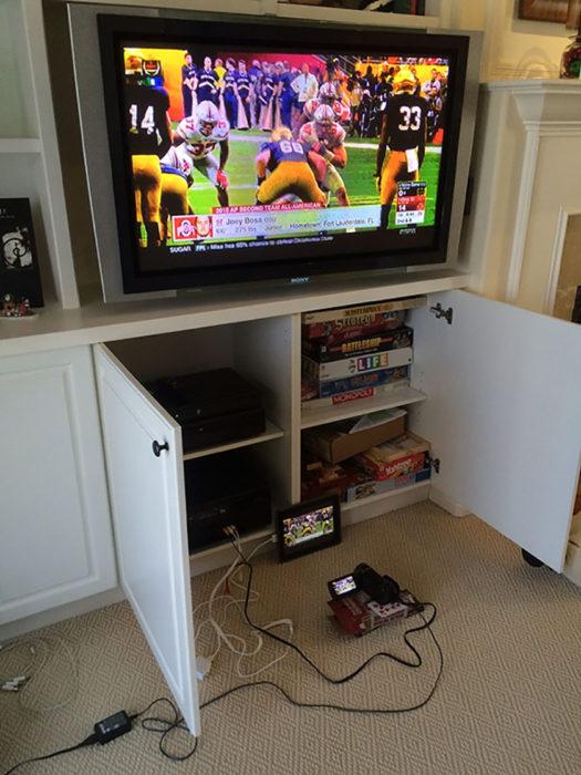 celular y pantalla transmitiendo un juego
