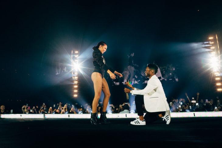 hombre pidiendo matrimonio en concierto de beyonce