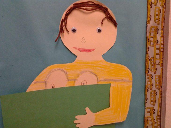 dibujo de una niña con camisa de minions