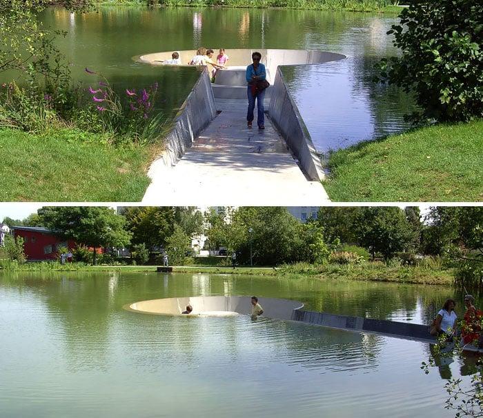 banca en el agua