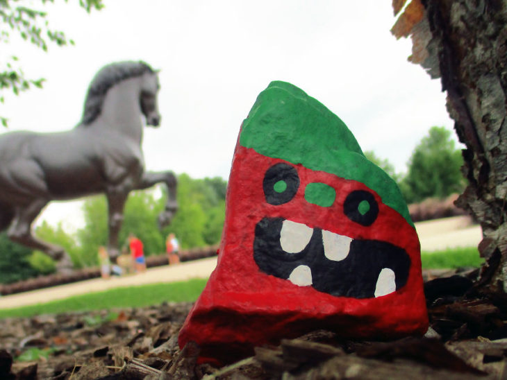 roca pintada como una fresa