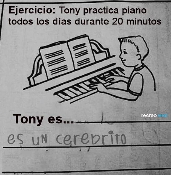 Ejercicio niño practica de piano