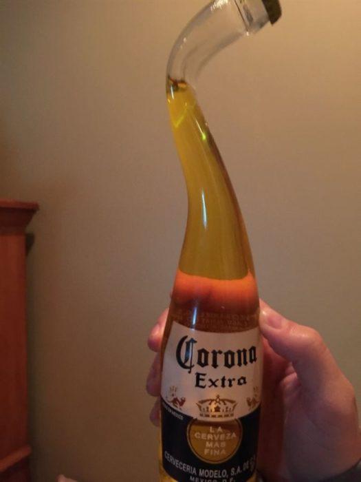 botella extraña de cerveza