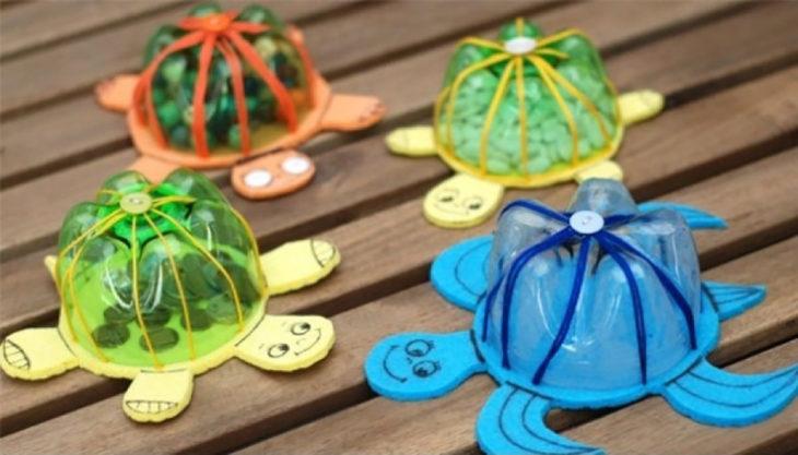 tortugas hechas con botellas de plástico