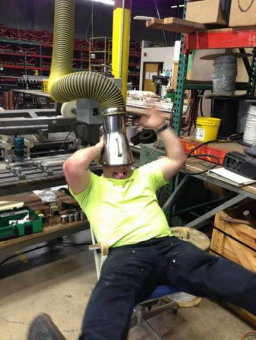 trabajador divirtiéndose