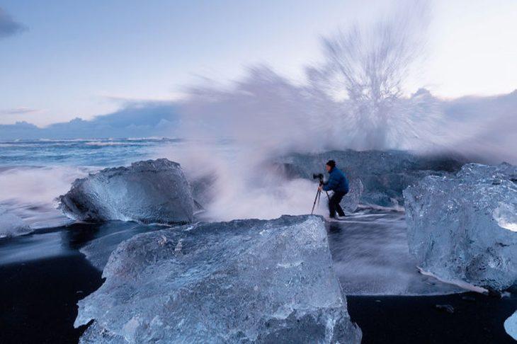 fotógrafo capturando el mar