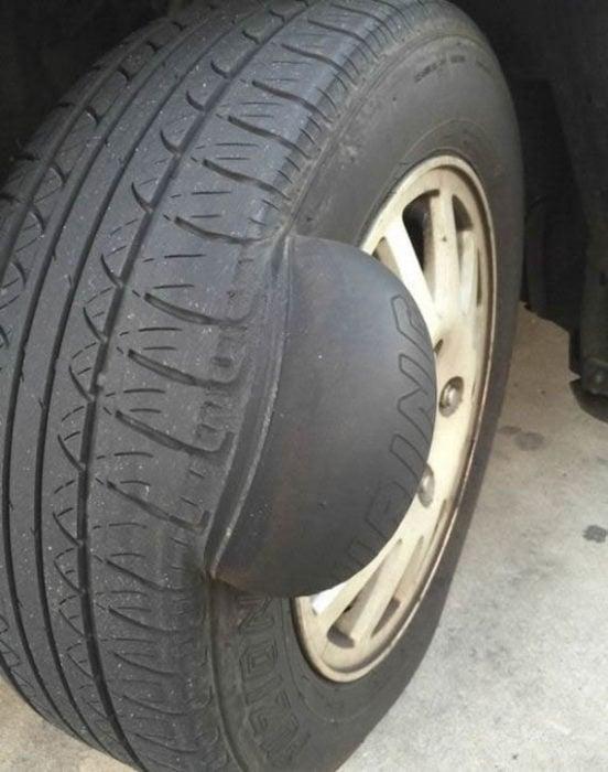 neumático con protuberancia