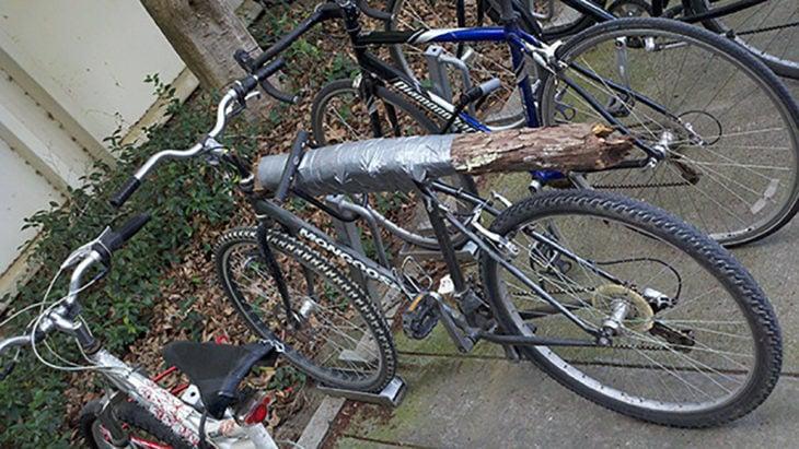 bicicleta con cuerpo de madera