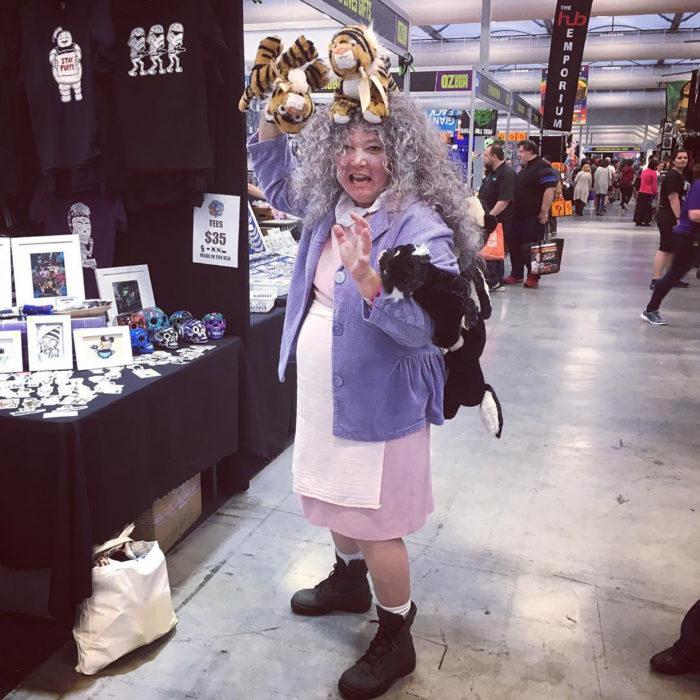 cosplay loca de los gatos